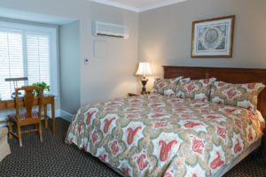 King bedroom at Davidson Village Inn