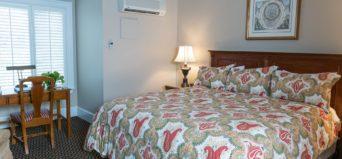 King bedroom at Davidson Village Inn
