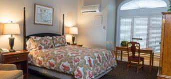 Davidson Village Inn Queen guest room